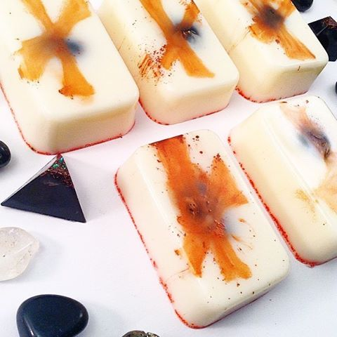 ✨A few new things in the shop just for Fall - including this #THIEVES guardian #soap - Historical #EssentialOil Blend known as Thieves - Clove, Orange Peel, Cinnamon Bark, Eucalyptus Leaf and Rosemary - gets its moniker from the time of the bubonic plague when bodies would pile up and pillagers used this blend to thwart contracting plague while robbing their discarded spoils. I've paired this blend with a soothing guardian soap and #blackonyx perfect for blocking illness and bad energy infections. ✨Till midnight I'm including Black Orgone Tetras in ALL shop orders.⚡️ BethKaya / etsy ⚡️