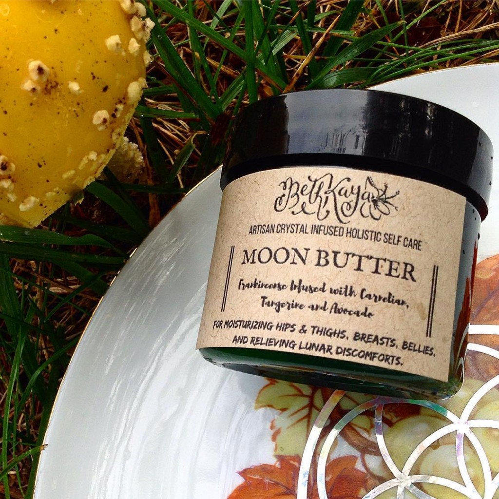 MOONBUTTER - pure organic avocado butter infused with Frankincense & Tangerine Oils married by Carnelian Energy. This butter was developed to rub on the stomach during times of lunar discomfort, but can also be used on breasts and hips as a ultra emollient protectant balm. Frankincense is particularly useful for those with tumors or endometrial discomfort. Developed for myself, offered to you in ❤️ SELLS OUT FAST