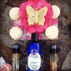 Gorgeous customer photo from @fortheloveofom I love her and you guys take the best pics!! Sold out of my sweet lemon parade buggy soaps w Tibetan Quartz points inside again! Time to pour more! She got matching perfume and also warm vanilla and coconut with matching Quartz point organic lotion! In love with this!! Thank you for sharing! #natural #holistic #beauty #spa #bybethkaya