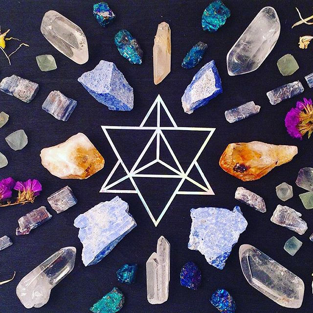 Healing comes in many shapes and forms ✨ #crystalgrid #merkaba #sacredgeometry #comfort #determination #poise ❤️ #crystalhealing