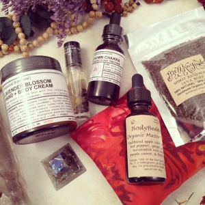 ✨Some plant and energy magic from @organicalbotanical and @bodybeewell hanging with some @bethkaya yummies, all of which will be featured prizes in the Wellness project I am working on with a few other Wellness Warrior brands! Check them out and see what their beautiful products are about!! #holisticliving #plantmedicine #tonic #compress #orgone #bodybutter #crownchakra #essence #elixir #wellness #wholeness