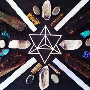 #crystalgrid #merkaba #mandala #flow #affirmation  #mantra #shamanic #prayer ?Each day I will realize my potential. I will remember that light penetrates all things. The colors that paint who I am and what I serve, grow more vivid as time goes on. I am healing, I am whole. I am protected. I am seeking. ????⚡️❤️