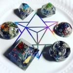 """Sending this #orgone set to a very special person to my heart and spiritual development. Made this special hosting grid for them too. The intention behind this set is Space, Gravity, New Moon, Orbits, Transits, Wrathful Transformation, Nodding Ancestors, Throat, Root and Sacral Chakric Balance. ⚡️ #metaphysical #crystals #crystalinfused #crystalhealing #orgonite #transmutation #allone """"Today a young man on acid realized that all matter is merely energy condensed to a slow vibration, that we are all one consciousness experiencing itself subjectively, there is no such thing as death, life is only a dream, and we are the imagination of ourselves. Heres Tom with the Weather."""" -Bill Hicks (on truth reporting re: psychedelics)"""