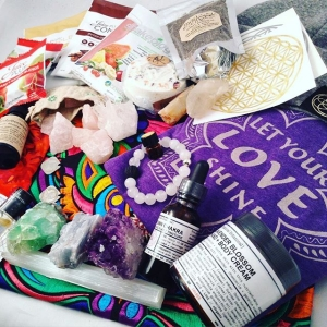 Sneak peek at an incredible wellness giveaway pot launching next week! ✨️Tap for tags and follow these cats to get a head start on your entry! ✨ Don't forget about the 11/11 Collab loop  a couple of photos back for those who may have missed that! Thanks for listening to my rant on this mornings auction, sometimes my head and heart fills up so much I gotta let it out! Doing more of that on periscope these days. Are you on there? What's your handle? (@bethkaya) ? ✨Tap✨