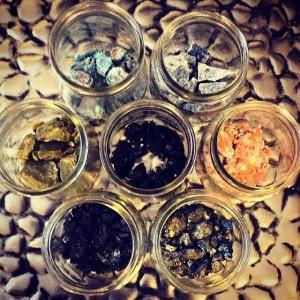 Fresh stone powders ⚡️ #floweroflife #lapis #redcalcite #chalcopyrite #tektite #greenopal #apatite #blacktourmaline #mandala
