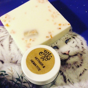 ✨Surprise Giveaway✨ at 10pm est tomorrow I will announce a random winner of this fresh of the freshest #cannabis flower and fig shea butter soap with pink salt and tumbled #amethyst center as well as this fresh #Vetiver #aroma body solid with hematite. #Unisex delights with sultry consequences. ??To Enter?? tell me one of your favorite holiday traditions ??✨!! I will draw from the comments and edit and announce here tomorrow!! ✨ I want to hear what puts the joy in it for you! XO Goodluck! ?